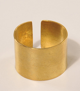 MESSINGFINGERRING geklopft gold, 0,8cm, verstellbar